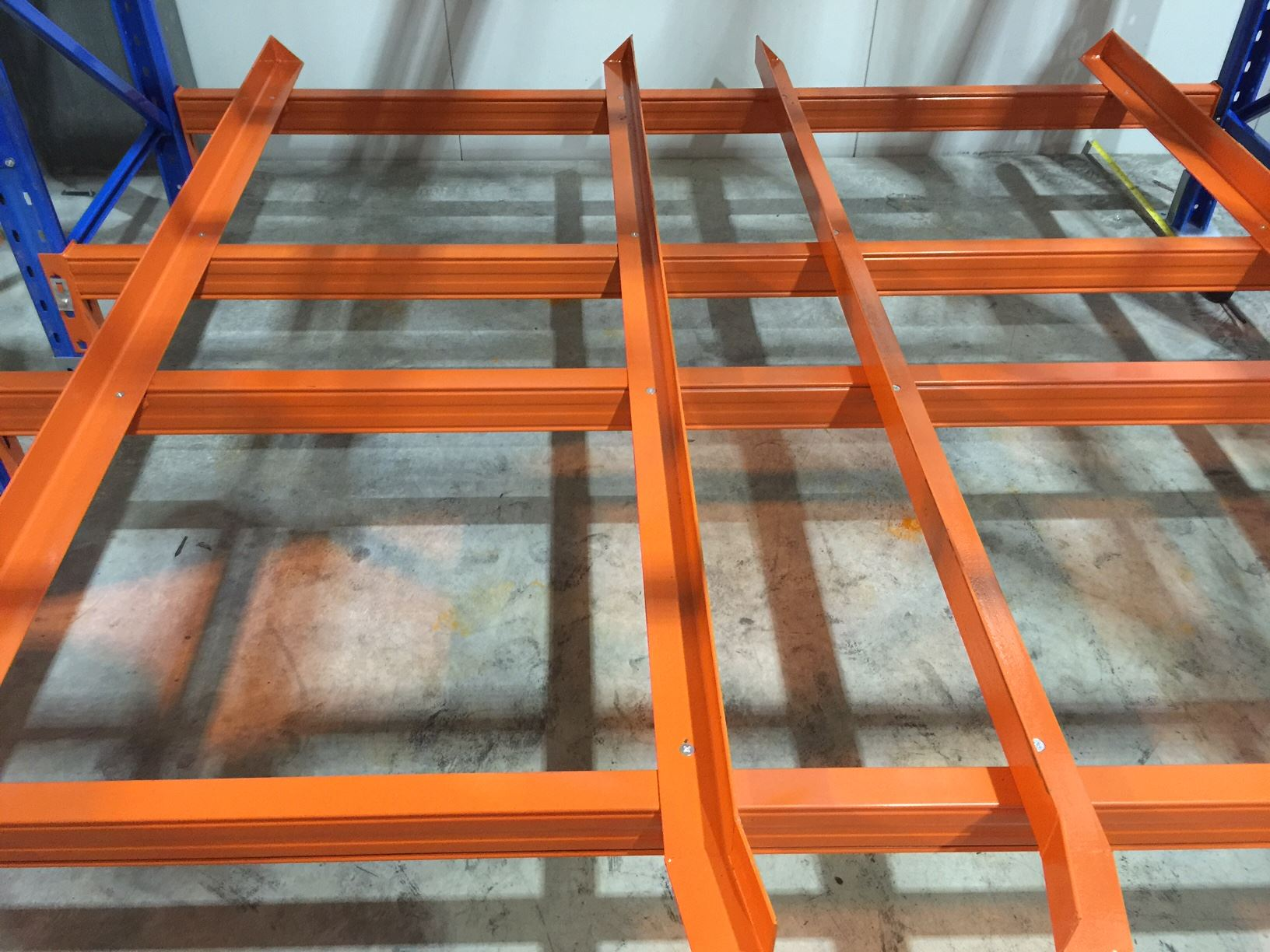 orange bottom plat of goods shelf